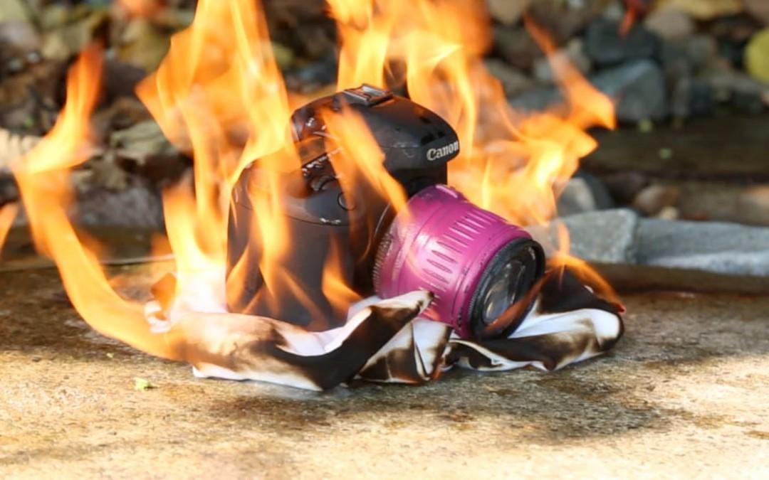 Seberapa Tahan Bantingkah Kamera DSLR? Sangat Tangguh!